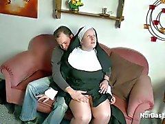 Almanca Küçük Boy Fuck Nine da Nun baştan çıkarmaya
