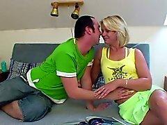 Deutsch Mutter durch Junge als cocu nicht zuhause gefickt