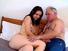 ihtiyar adam genç kızdır - Shy bir kız ve yaşlı ayartan