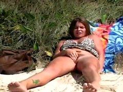 ROKO VIDEO-Masturbate at the Beach