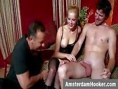 Nederländska prostituerad får en ansiktsbehandling