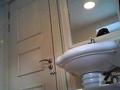 Hiddencamera in girls bathroom