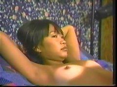 jovencita asiatica adiestrada