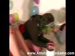 Amateure -Party-Spiel führt zur Mädchen Abstreifen