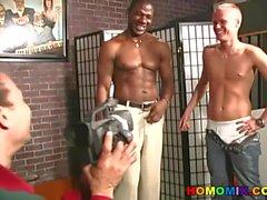 Gay interracial kolmikko banging