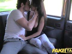Fake Taxi pitkä espanjalainen kauneus vyyhtiin bf takana