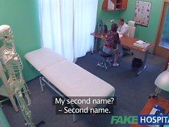 FakeHospital médico realiza acrobacia sexual com o bebê russo