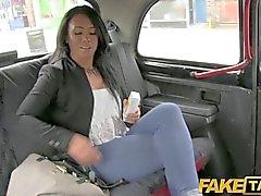FakeTaxi - Elle a est laissée jouir long de sa jambe