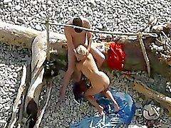 Adam izlerken çift genel plaj seks.