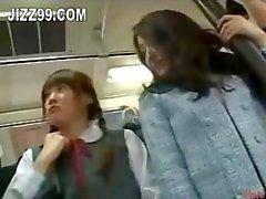 dos follan en el bus de