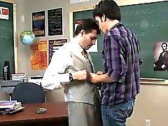 Gayvänligt XXX Ibland är kinky läraren tar fördel av sitt