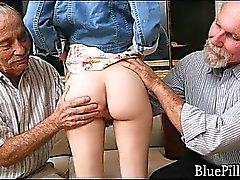 Pequeña pelirroja por los ancianos pervy