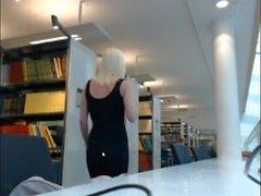 Flicka som Flash-biblioteket fastna