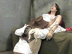 Luna Star tiene el coño humedeció los Latina fuera de del Sheriff lesbian