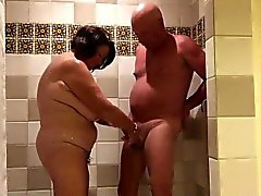 Spielen in den shower.720p