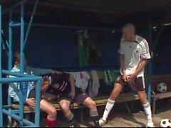 kaksi englanti Soccers naida -valmentaja