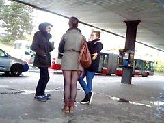 De jeunes les jambes sexy près de métro) Sexy de Beine an der AL -Bahn )