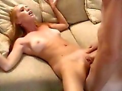даже русские женщины кричат от оргазма видео самом дальнем углу